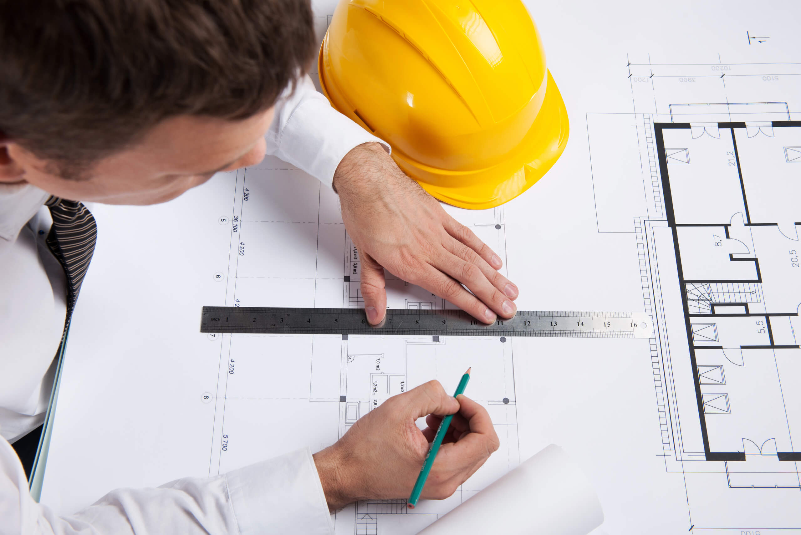 Prescriptive vs. performance specifying: a trade-off between design liability and project risk