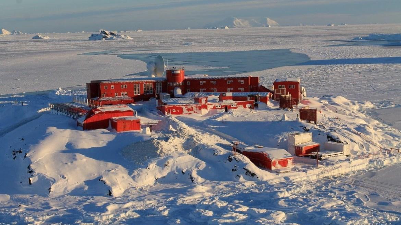 Image of Chile's Bernardo O'Higgins army base at Antarctica