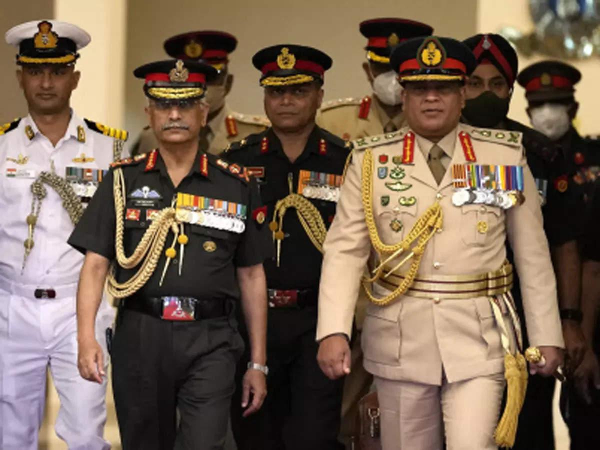 Image of Indian Army Chief General Naravane with his Sri Lankan counterpart General Shavendra Silva at the Sri Lankan military headquarters in Columbo