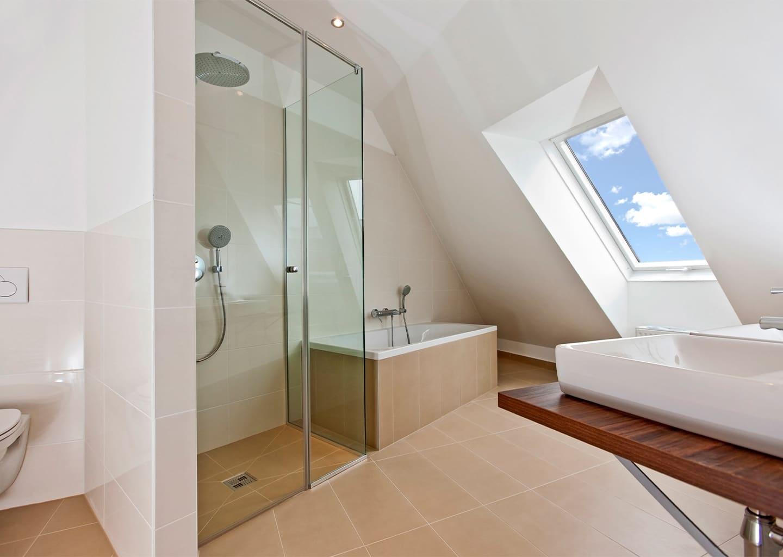Dusche mit Badewannanschluss