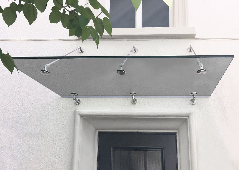 PANTHER NO. 1: Glasvordach mit Zugstreben