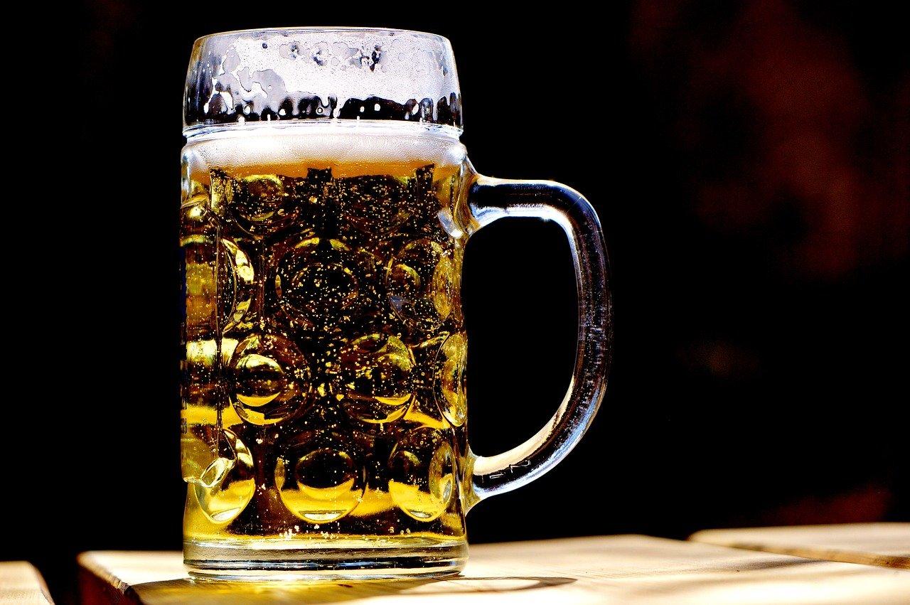 Der Konsum von Rauschmitteln wie Alkohol ist laut Arbeitsschutzgesetz eine Verletzung der Mitwirkungspflichten.