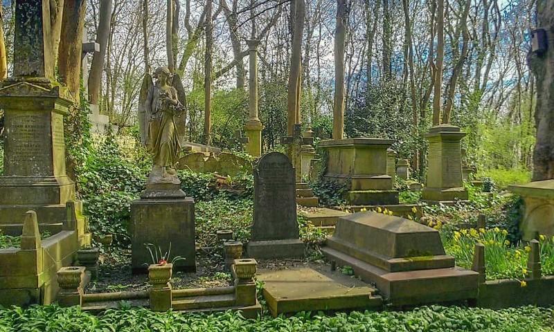 https://archaeology-travel.com/england/highgate-cemetery-london/