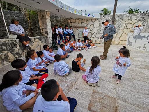 Environmental education in action. Photo by Amigos de Sian Ka'an.