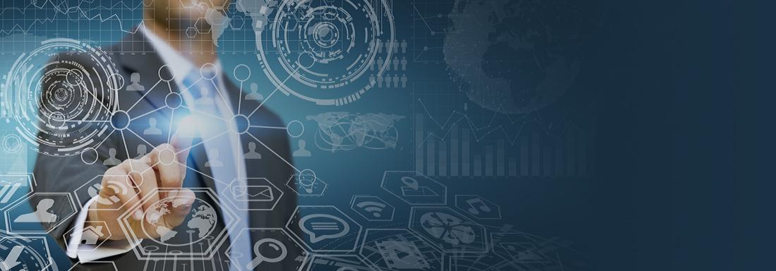 Ein Mann zeigt auf eine virtuelle Benutzeroberfläche mit IT-Symbolen