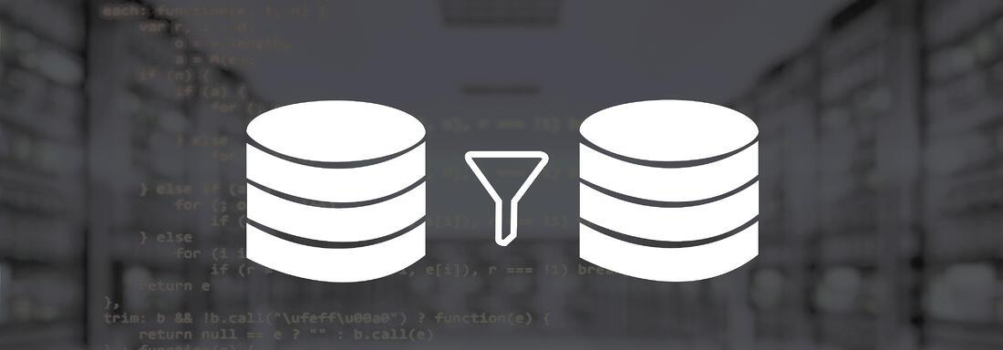 Programmierskript mit Icon zweier Server sowie einem Zeittrichter im Vordergrund