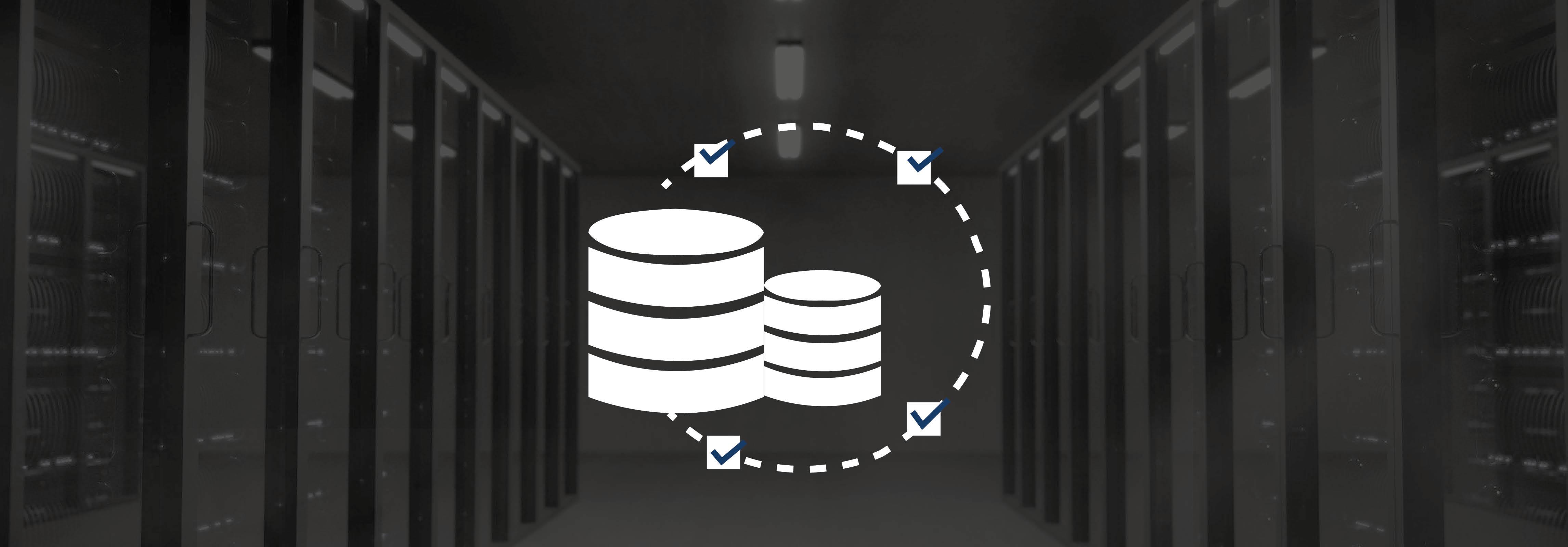 Serverraum mit Icon einer Systemkopie im Vordergrund