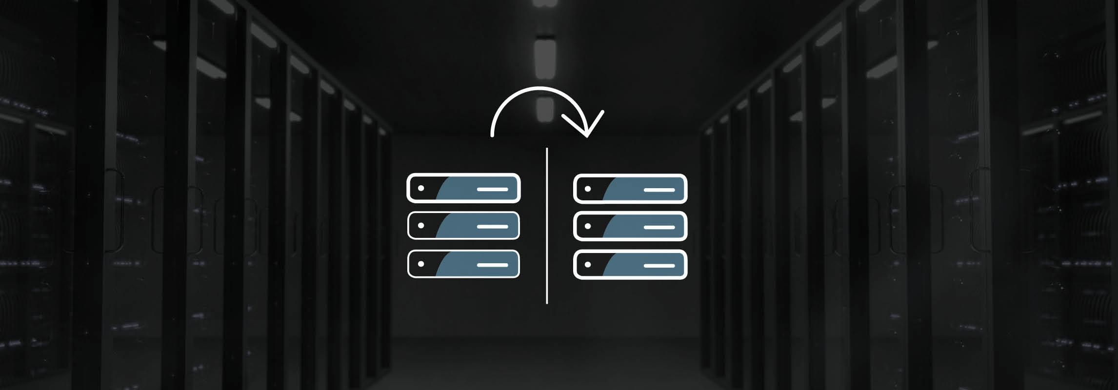Serverraum mit Icon im Hintergrund welches den Vorgang einer Systemkopie zeigt