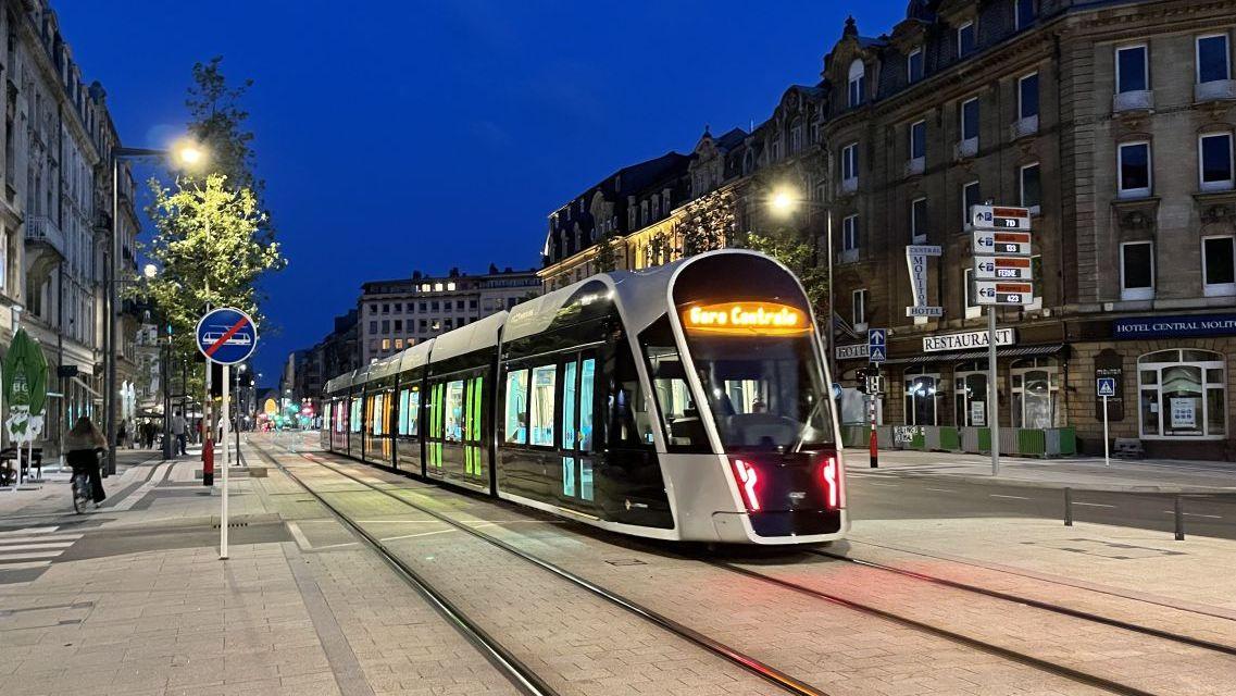 Luxemburgs Tram im Stadtzentrum