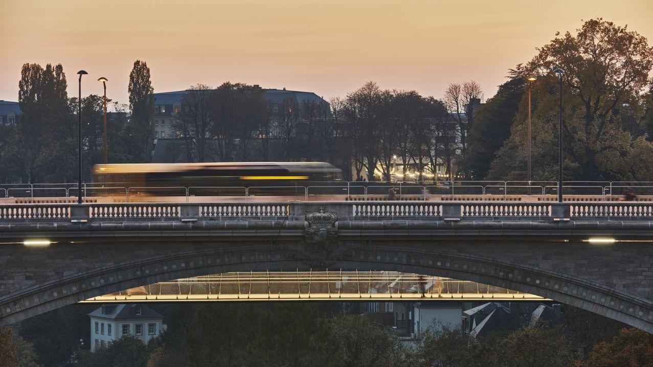Die historische Pont Adolphe verbindet in Luxemburg die Altstadt mit dem Bahnhofsviertel.