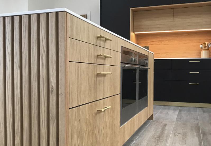 Stylish bespoke kitchen oak