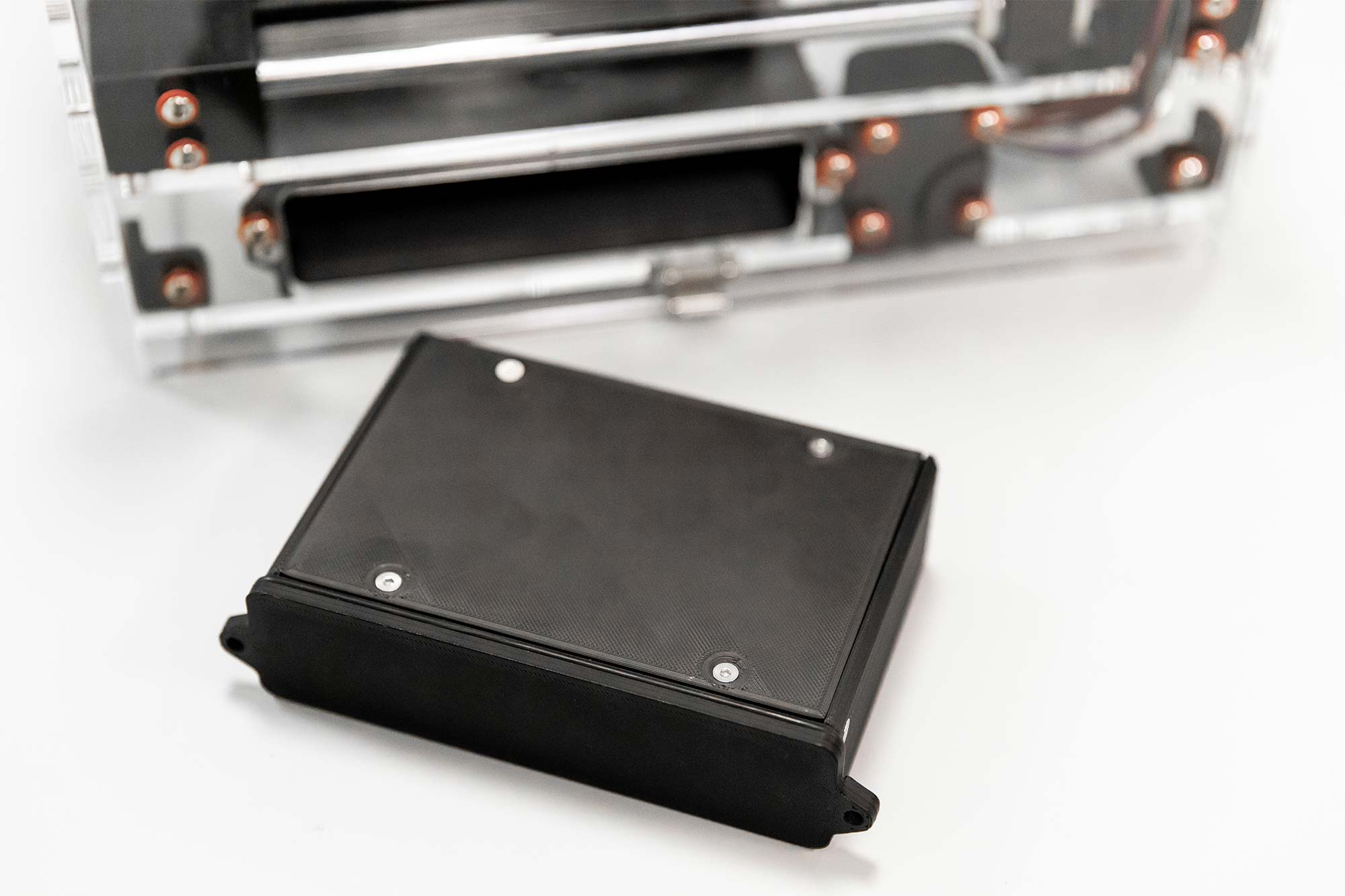 Photo of Syp autosampler device on a benchtop in the lab. Closeup on battery unit.