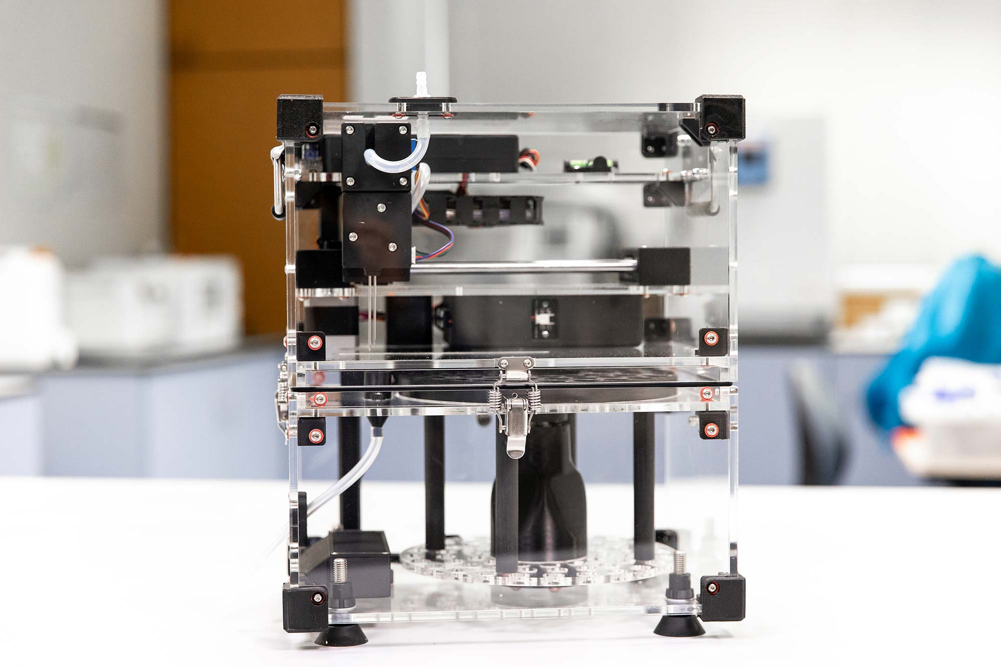 Photo of Syp autosampler device on a benchtop in the lab. Side perspective.