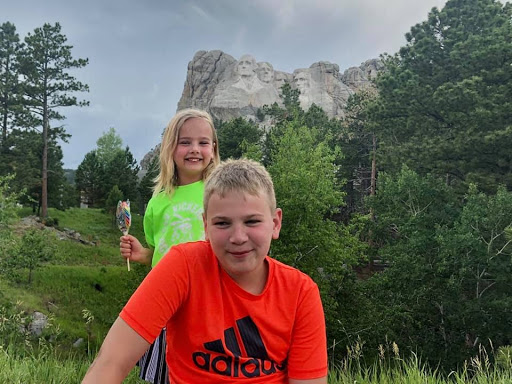 Micah's kids in front of Mt Rushmore