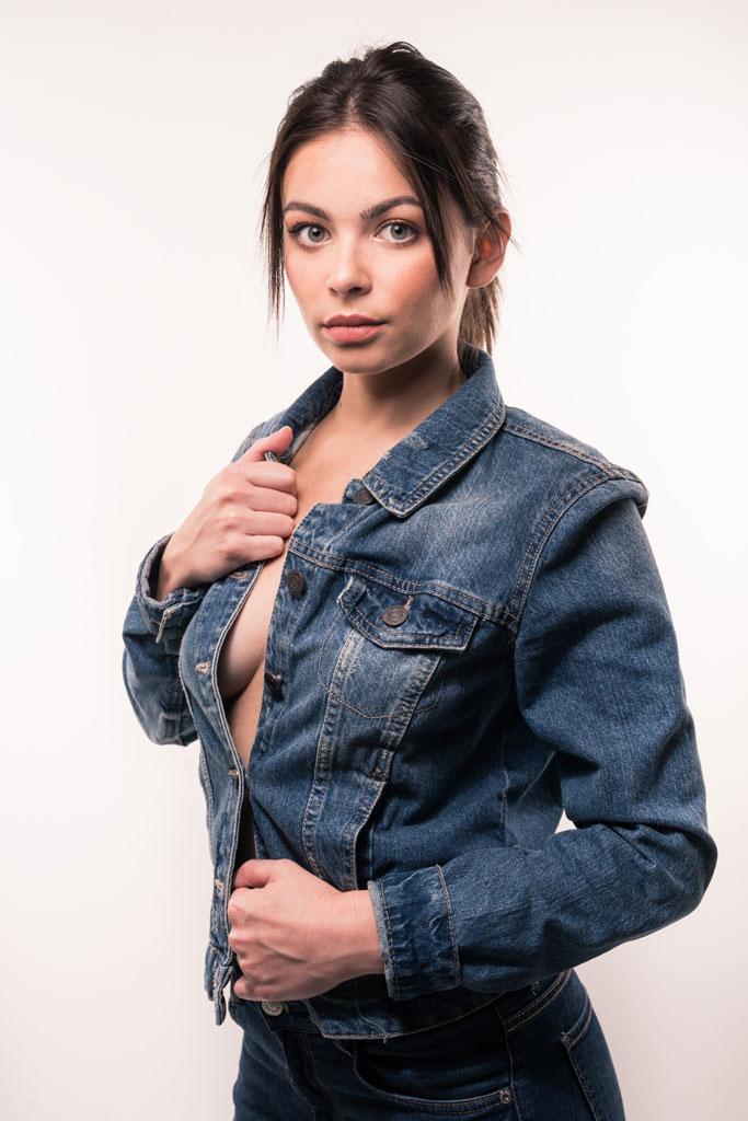 Photographe portrait Avignon Vaucluse jeune fille veste en jean
