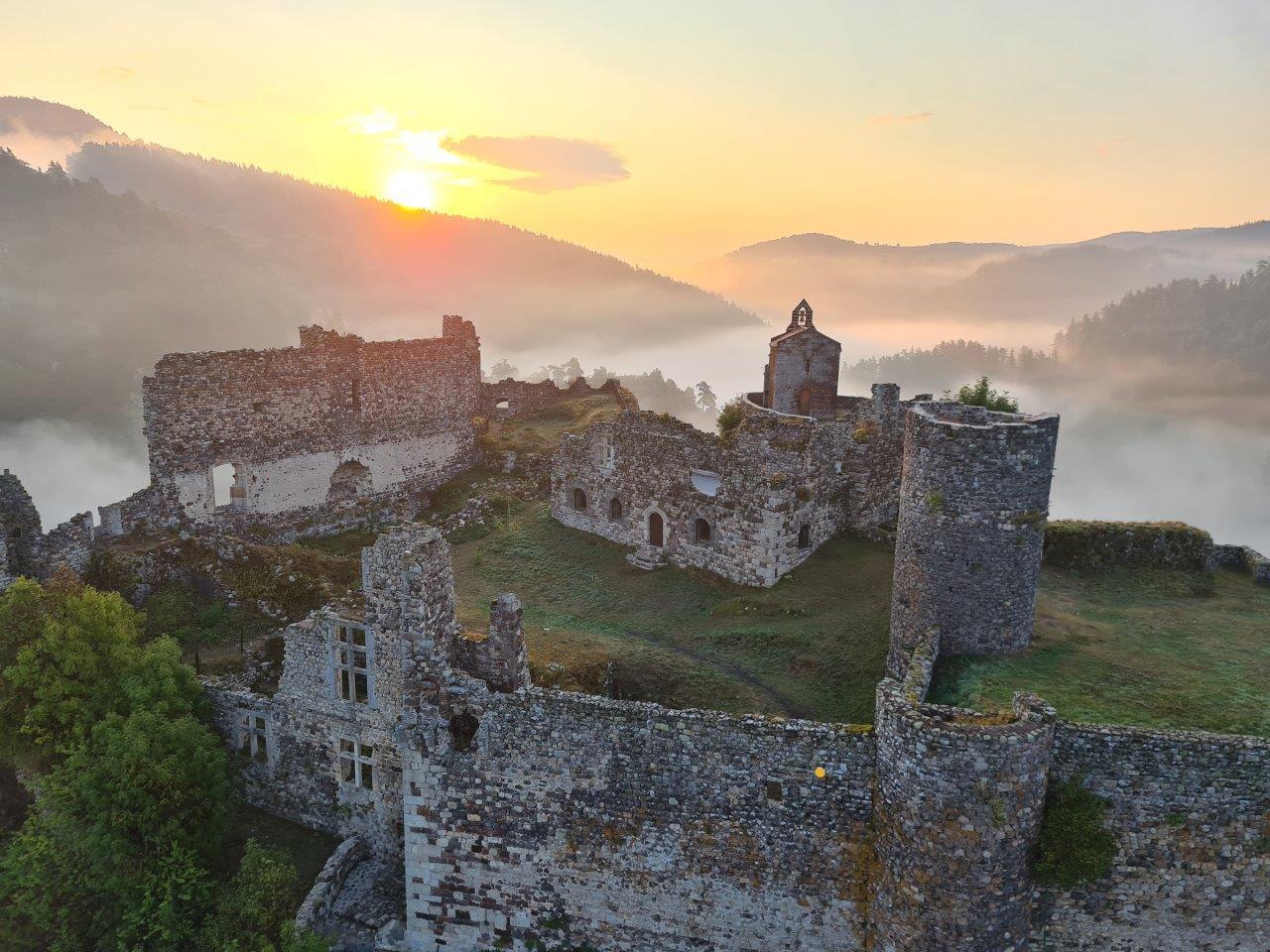 Photo aérienne du château coucher de soleil