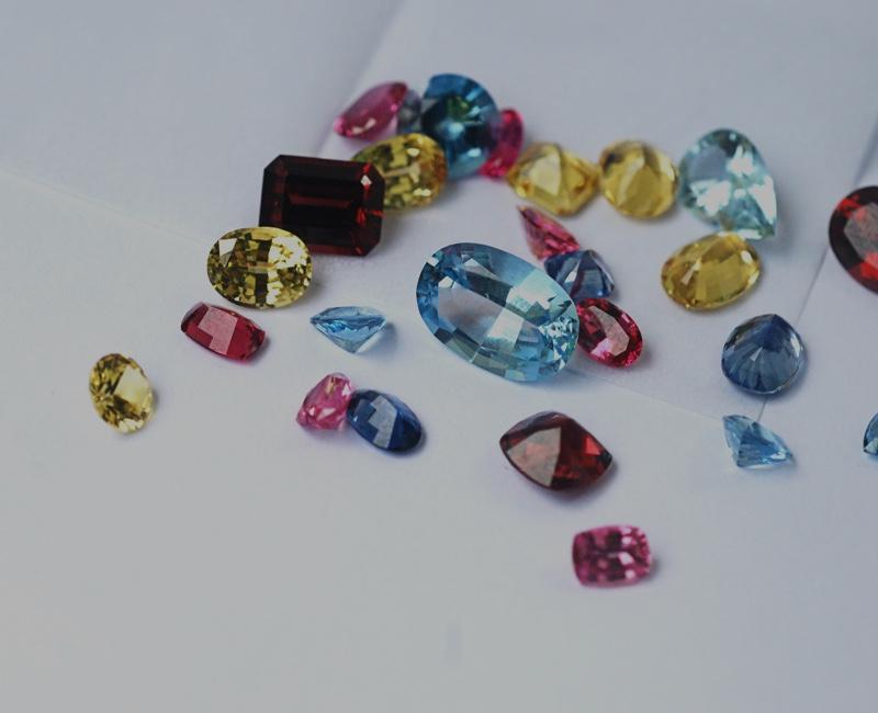 Farbedelsteine