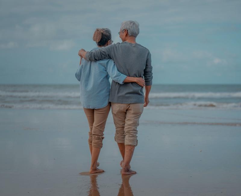 Aktiv gemanagte Fonds - Ehepaar am Strand