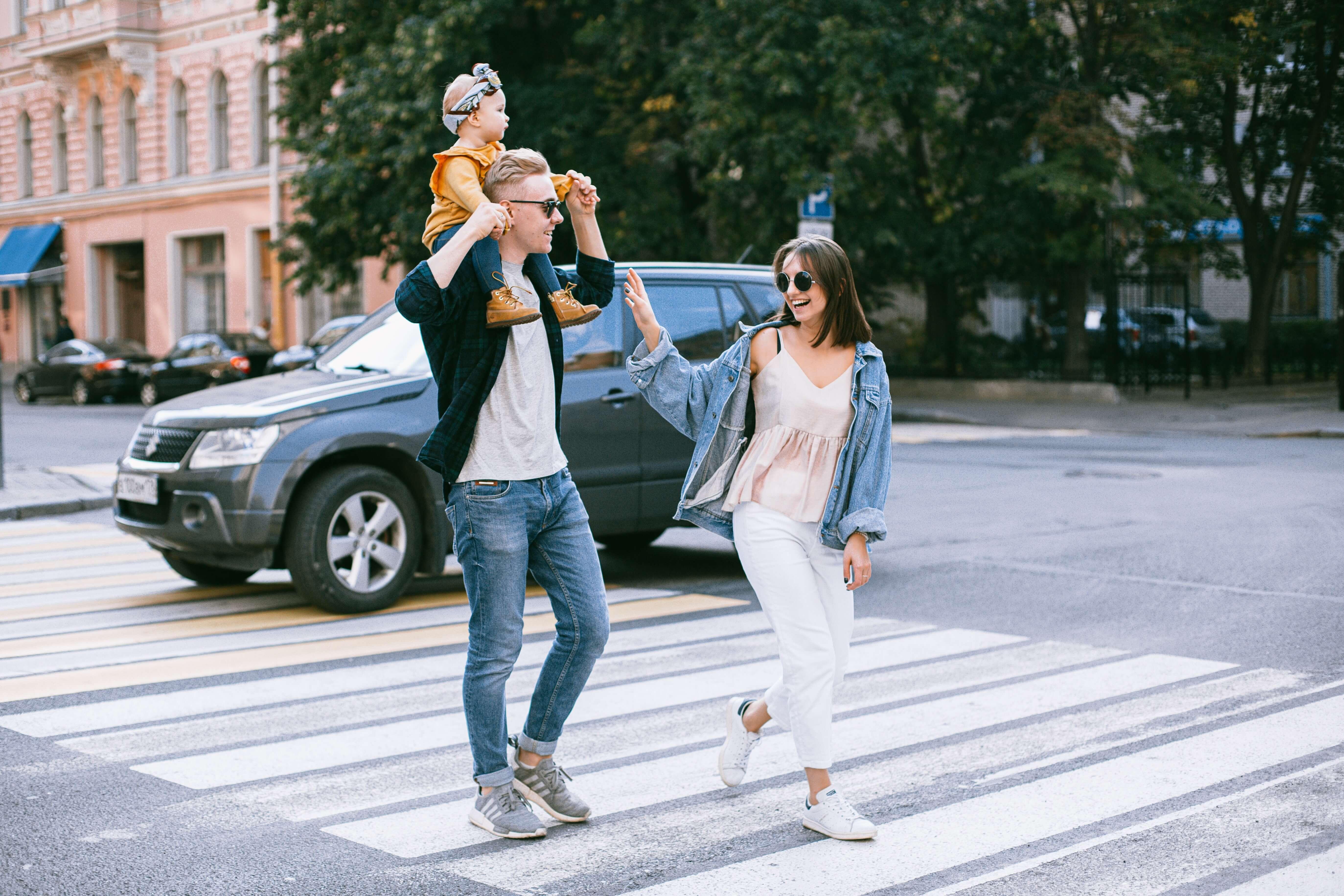 une famille dans la rue
