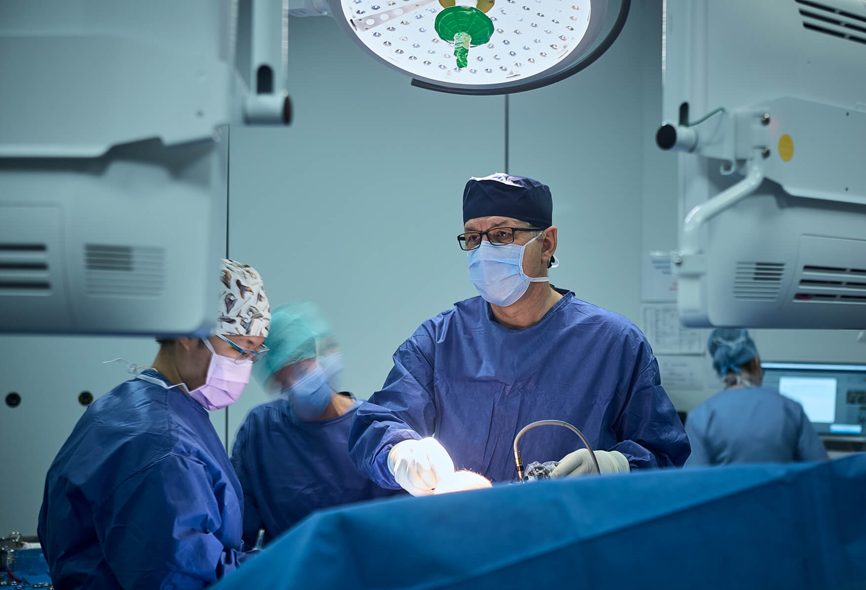 Dr. Ioan Dunca performing Athroscopic surgery.