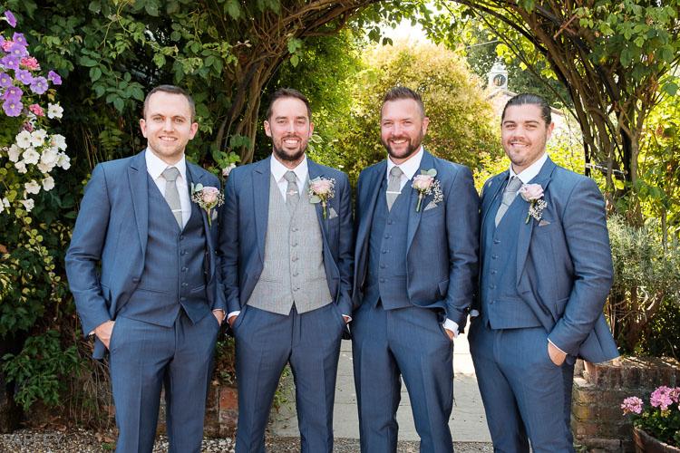 groom and his gromsmen
