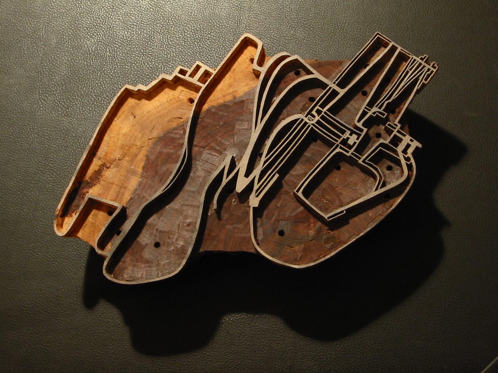 Billedet viser et håndskåret træstempel produceret i Indien