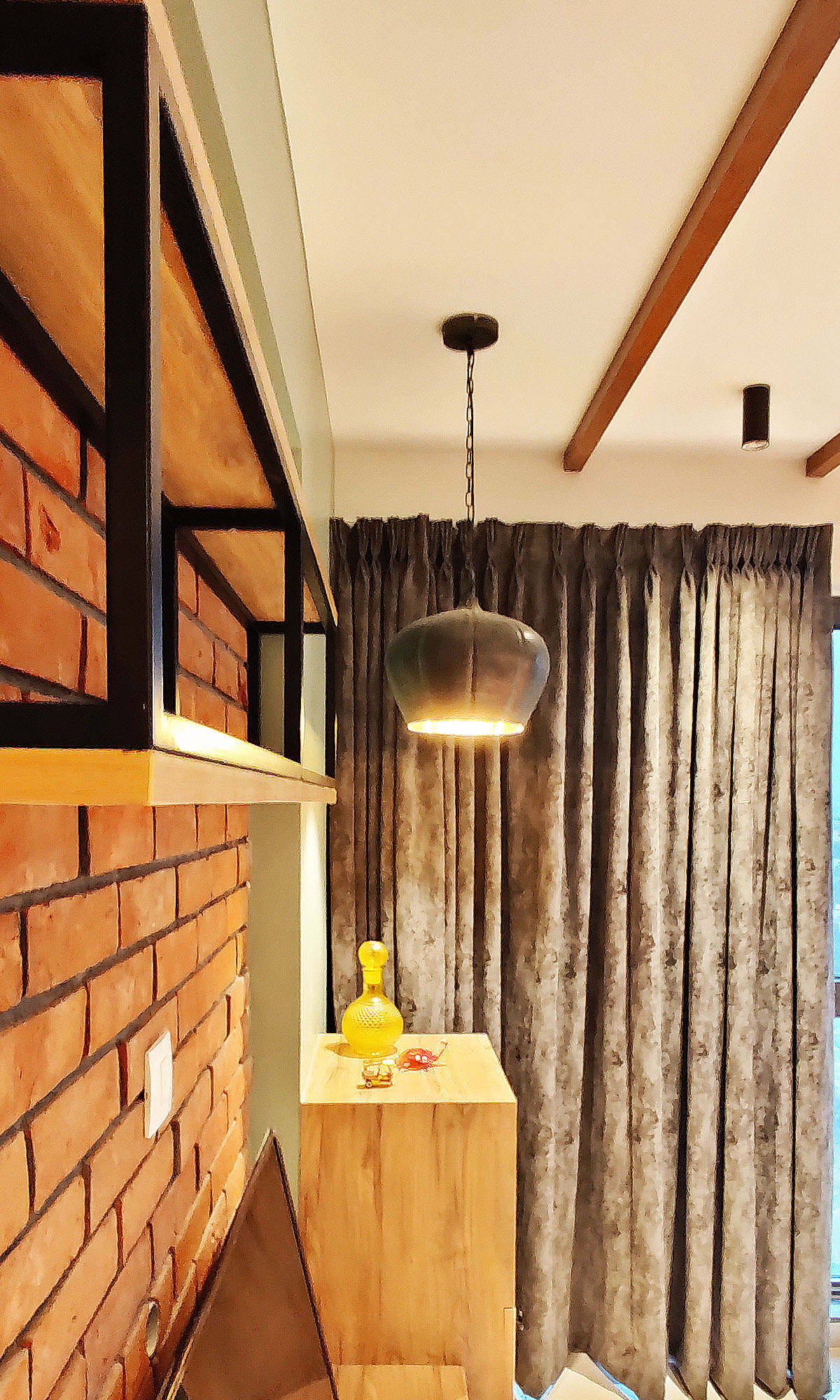 brick wall and curtain room design