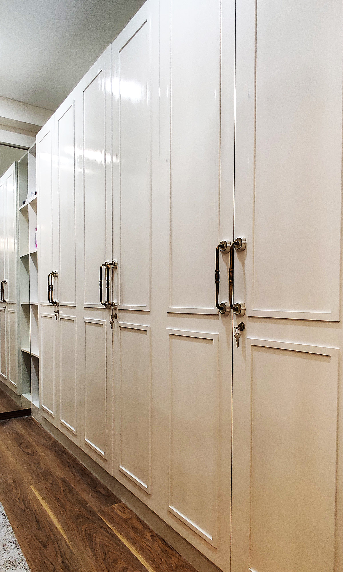 Wardrobes in white with handles
