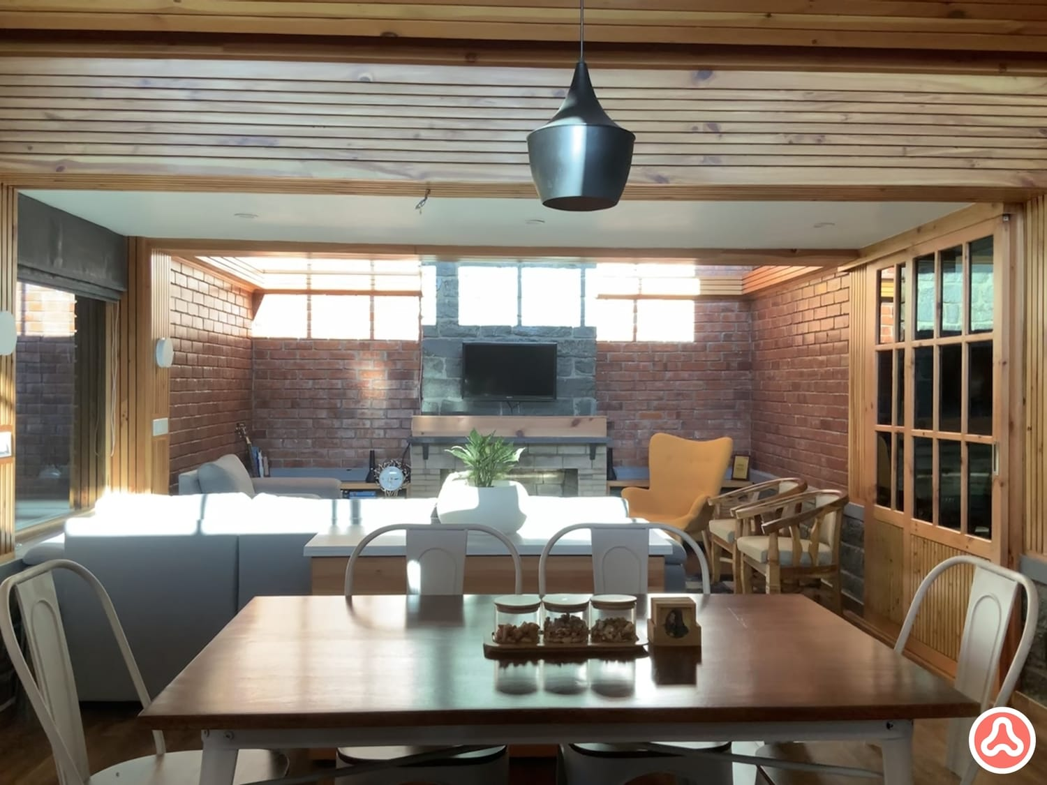 Living with a fireplace in stone and brick