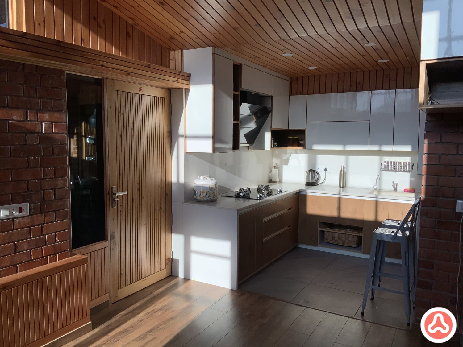 L shaped kitchen in laminate