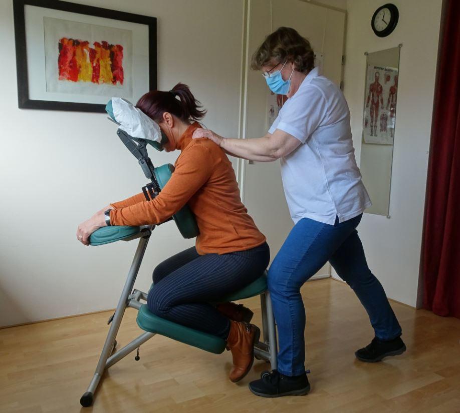 Stoelmassage geeft rust reinheid en regelmaat voor de medewerker