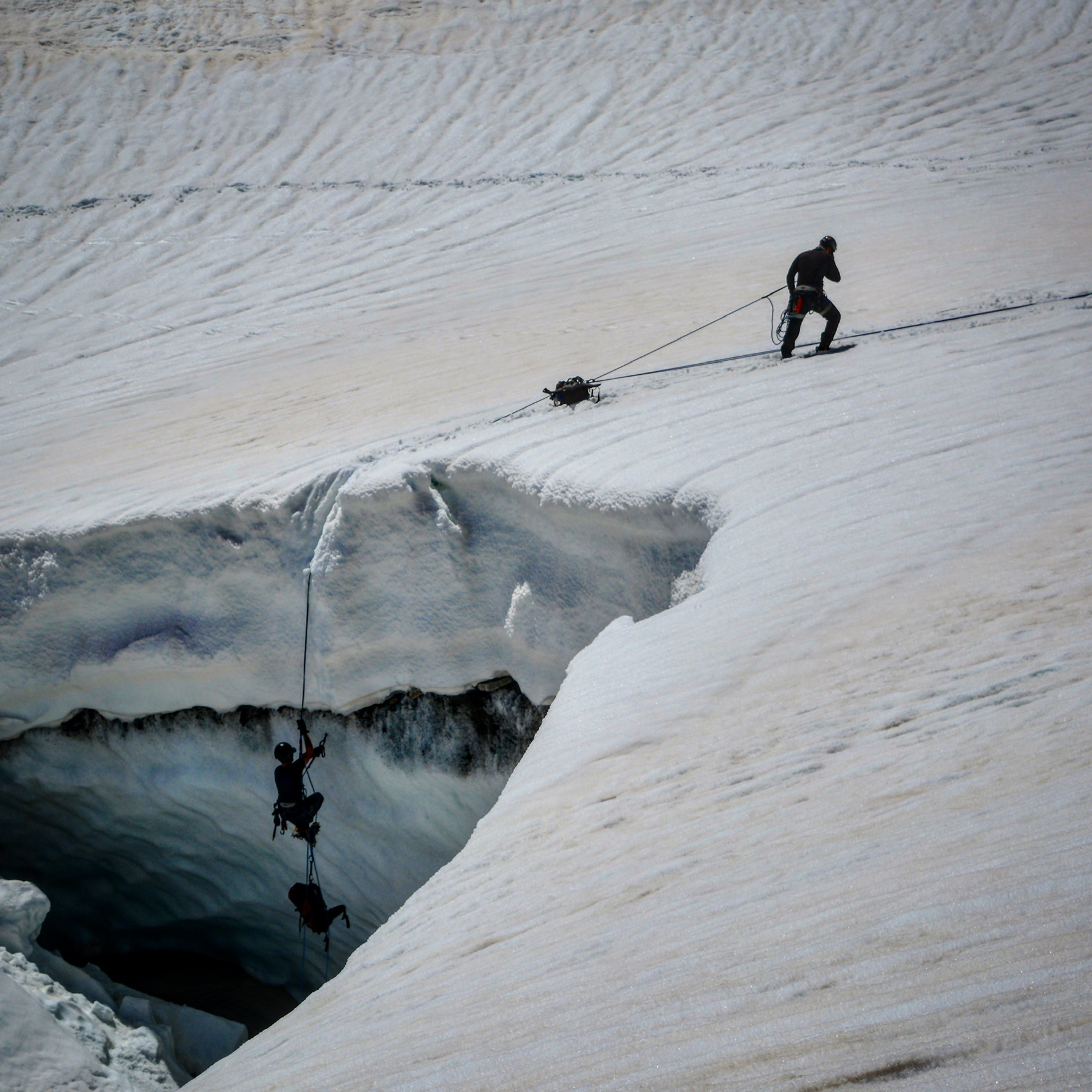 navigating glacier with inaccessible solutions deep rivine