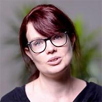 Portrait von Webdesignerin Lisa Vanovitch.