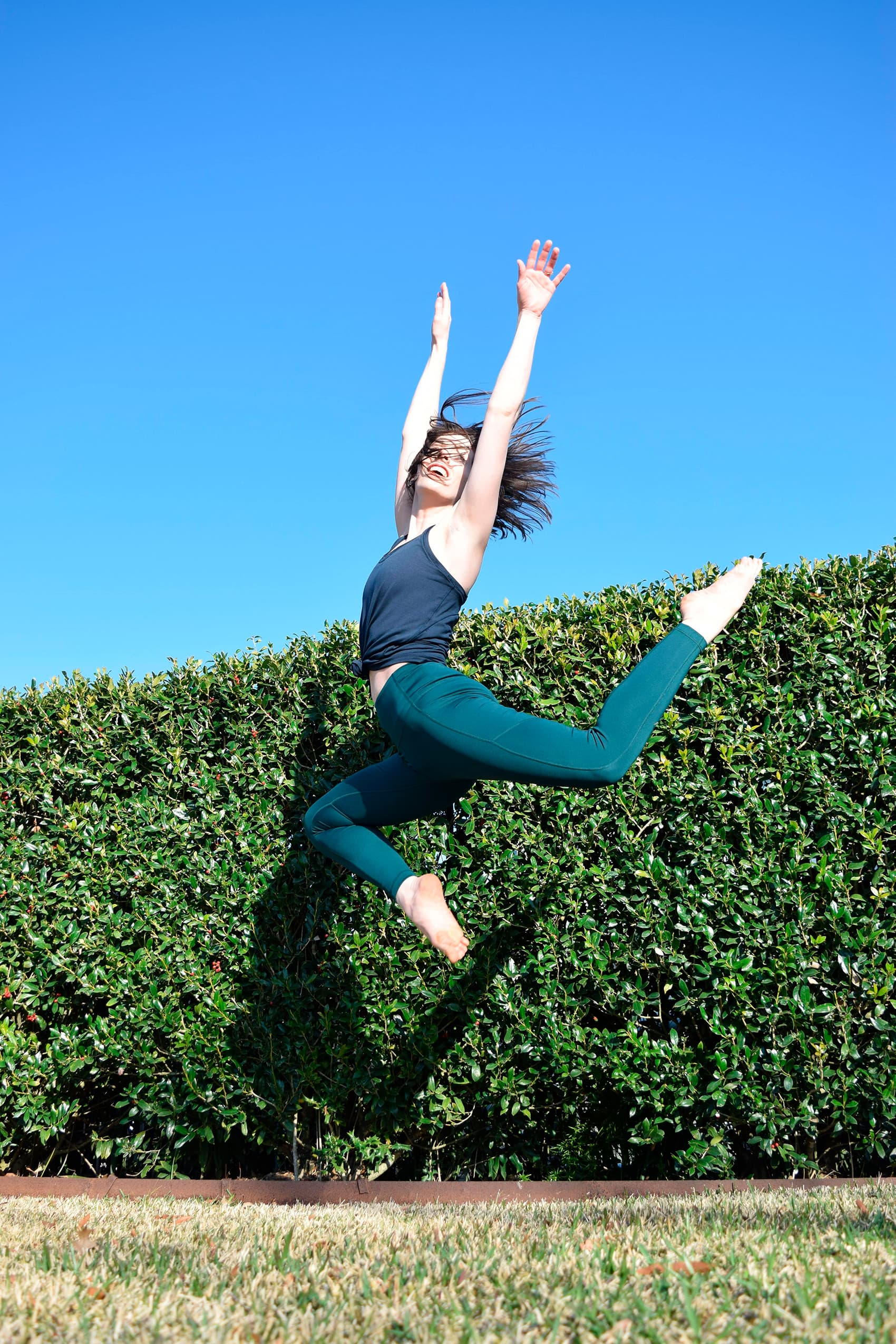 artist jumping