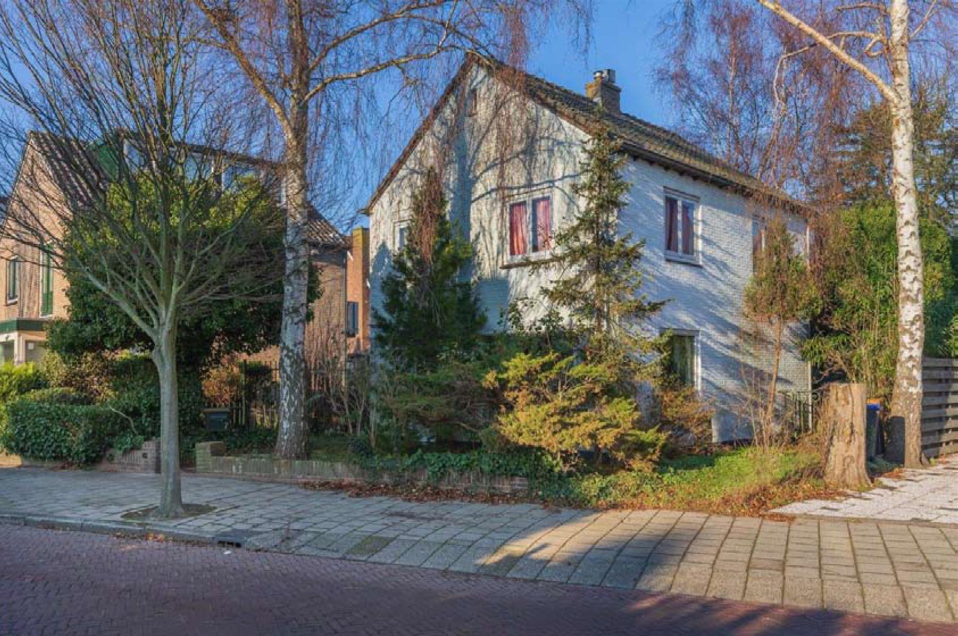 foto van ouderlijk huis en tuin