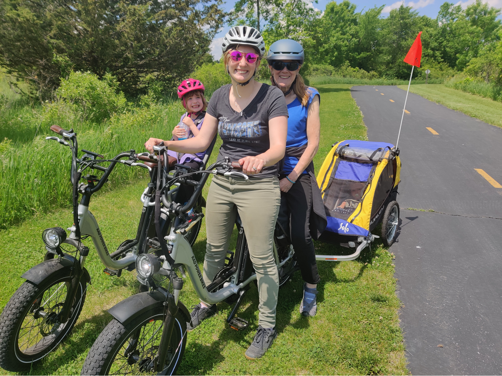 Leana with her daughter and mother on e-bikes.