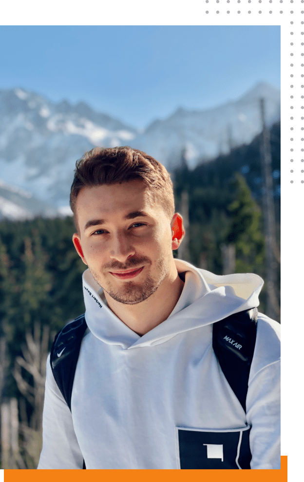 Dawid Skubisz w tle góry