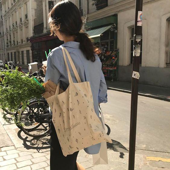 Asian Girl Using Tote Bag