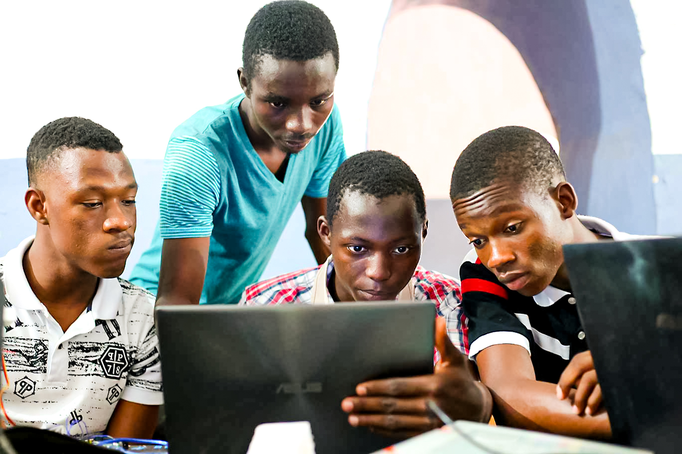 Kabakoo _ Group of young men focusing on a PC_Africa