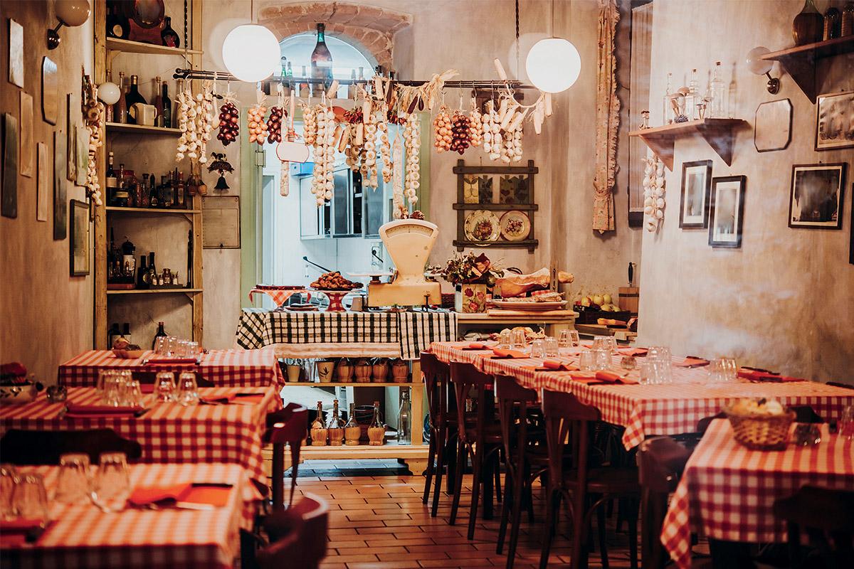 Descrizione del ristoro, in cui si parla dei piatti forti, dell'offerta, del locale, ecc ecc ecc ecc.