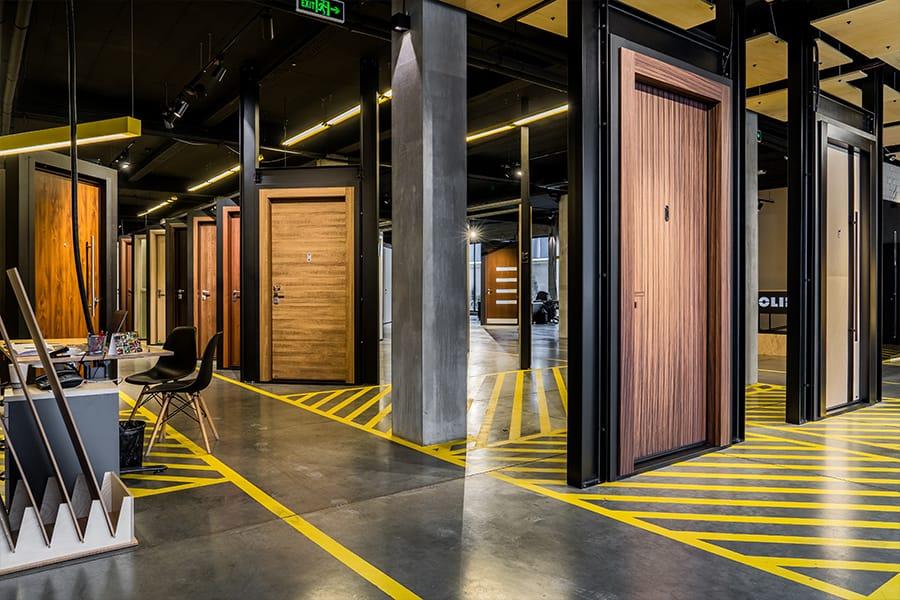 Най-големият дизайн център за врати - мостри блиндирани врати