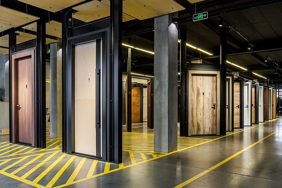 Най-големият дизайн център за врати - мостри входни врати