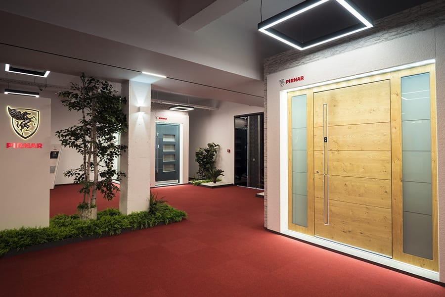 Най-големият дизайн център за врати - мостри врати за къща Pirnar