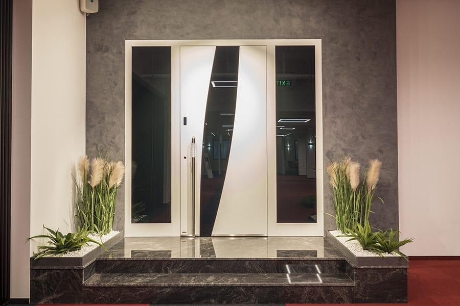 Най-големият дизайн център за врати - мостри врати за къща Pirnar - с остъкление
