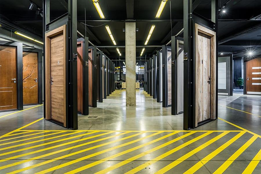 Най-големият дизайн център за врати - мостри блиндирани врати Солид 55