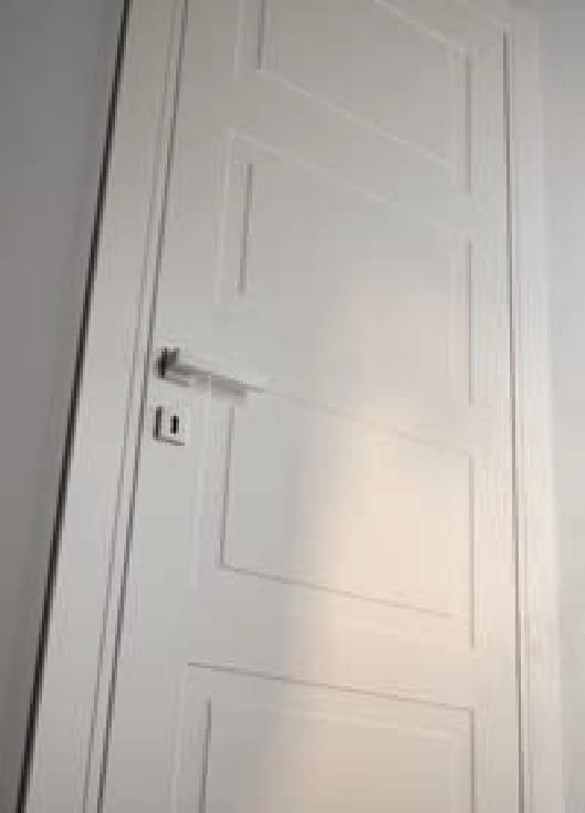 интериорна врата Garofoli - бяла с декоративни елементи