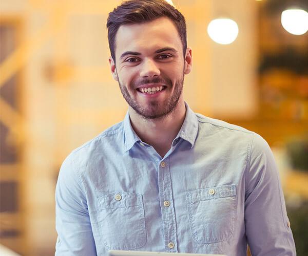 Artur Brand Manager odpowiedzialny za komunikację znanej marki leków