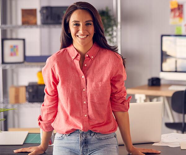 Kasia Starszy Specjalista ds. Marketingu realizuje rebranding komunikacji marketingowej firmy