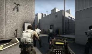 CS:GO player holding the bomb