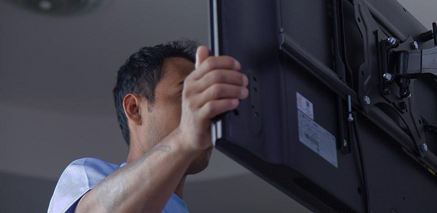 Installateur écrans TV france sur site dépannage affichage dynamique SIGNAO